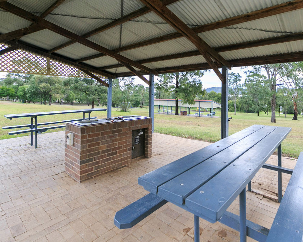 BBQ seating area at Lake Glenbawn caravan park