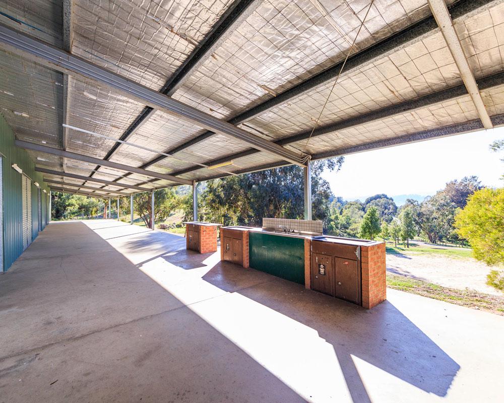 BBQ area at Wyangala Waters caravan park