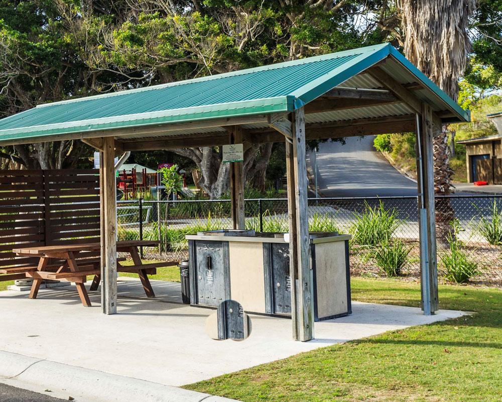 BBQ picnic area at Scotts Head caravan park