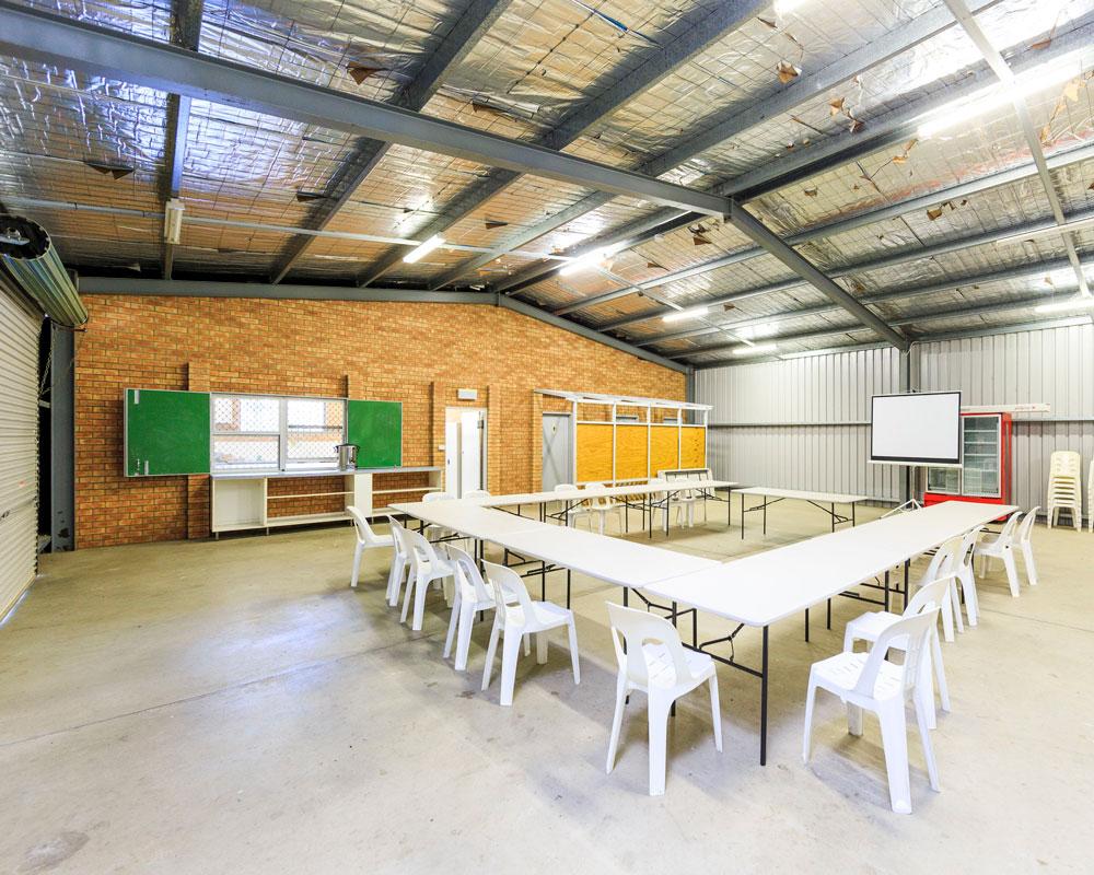 Indoor camp kitchen at Wyangala Waters caravan park
