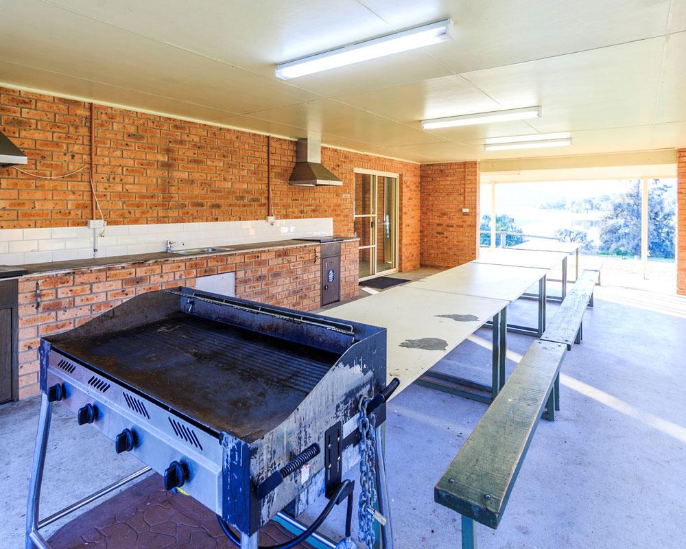 Camp kitchen and BBQ area at Grabine Lakeside caravan park
