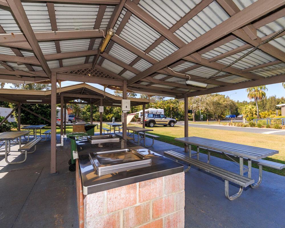 Camp kitchen area at Ferry Reserve caravan park