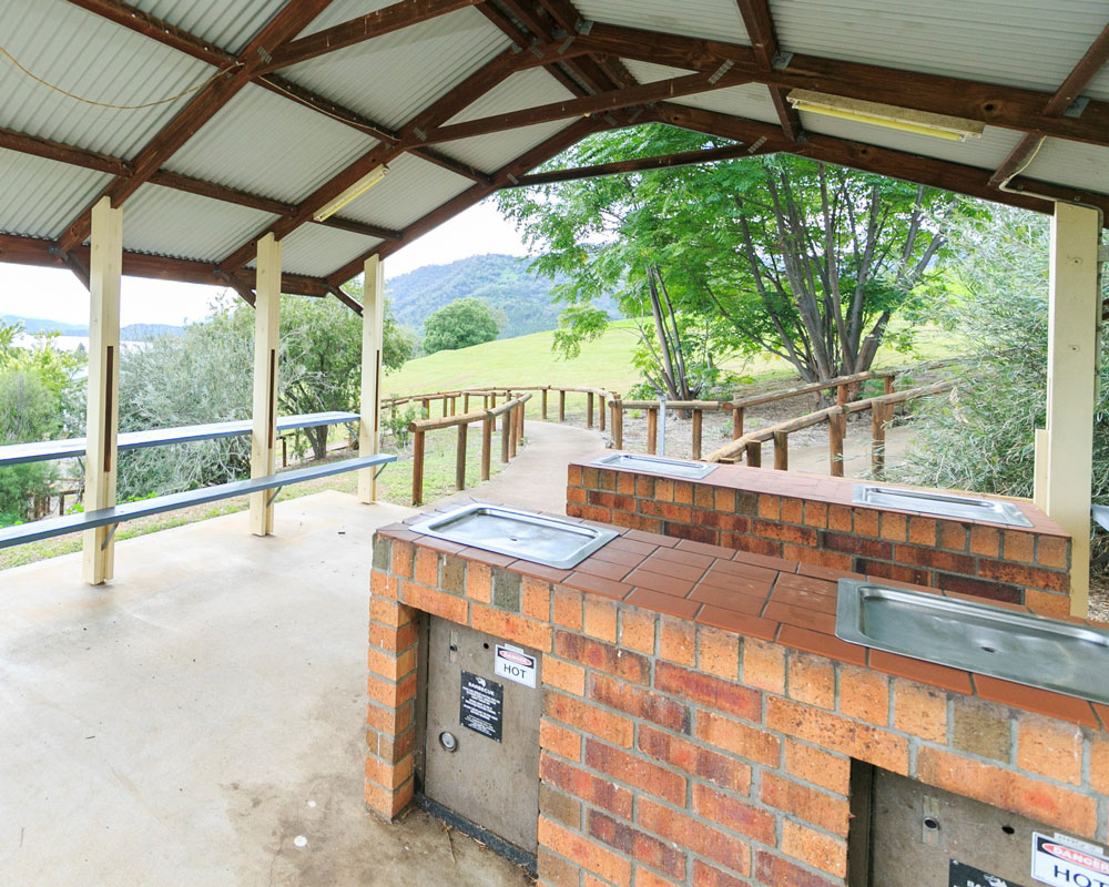 BBQ area at Lake Glenbawn caravan park